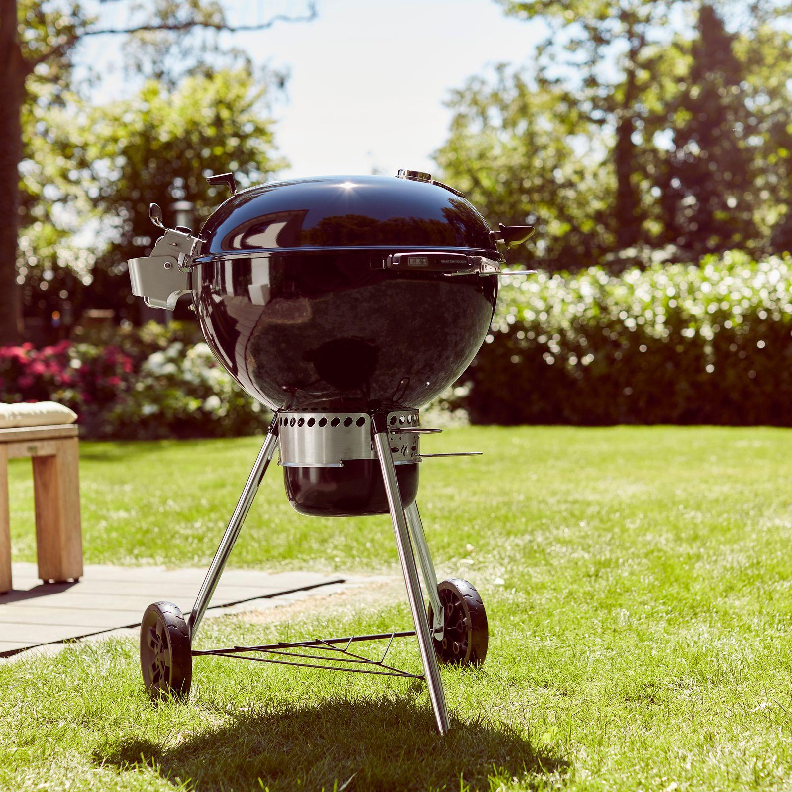 Grill węglowy z rusztem BBQ System ze stali nierdzewnej Master Touch 57 cm WEBER