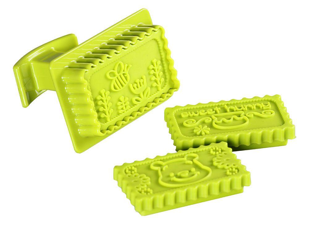 Presse cutter à biscuits avec 3 timbres Winnie the Pooh violet DISNEY